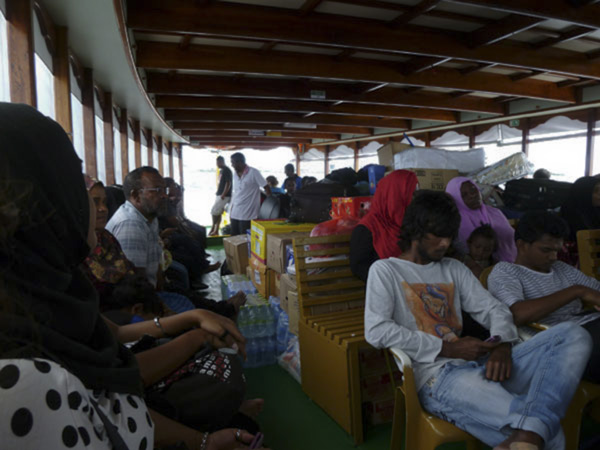 ferry_to_fulidhoo